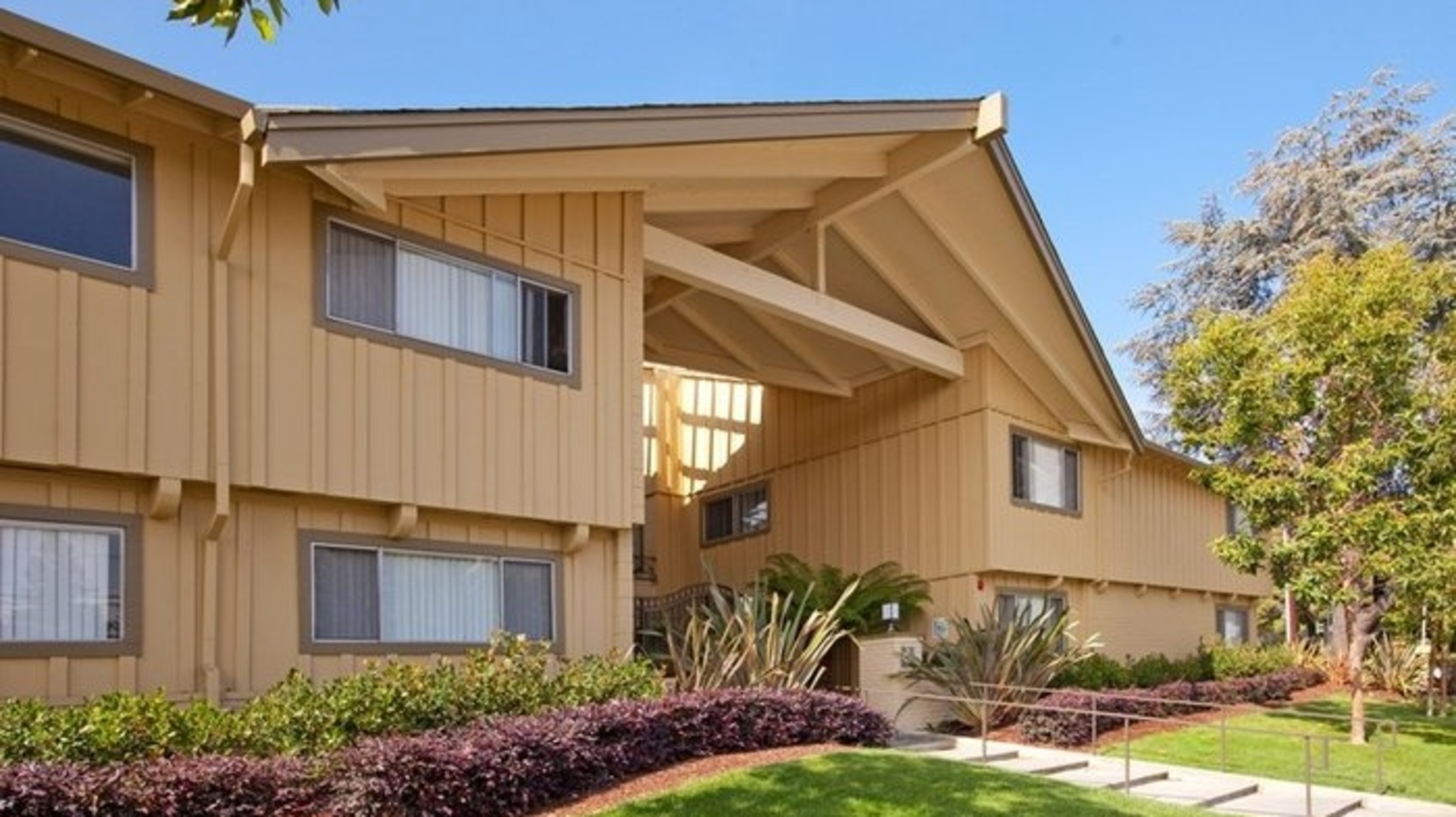 Lyon Maplewood Apartments