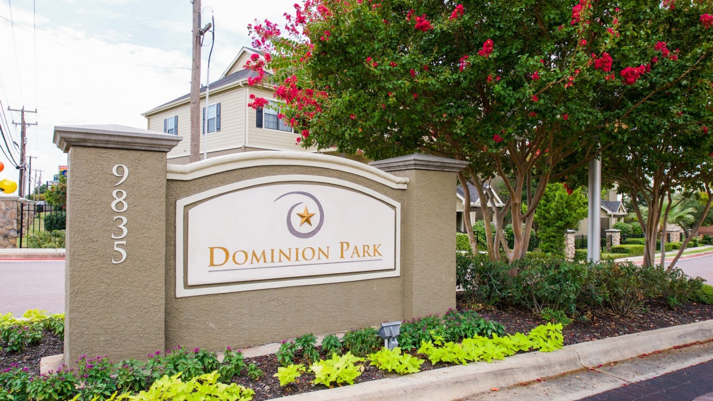 Dominion Park 837